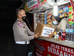 Atas Perintah Kapolri, Polda Lampung Salurkan Bantuan ke Masyarakat Sembari Patroli PPKM Darurat