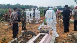 Sinergi TNI-Polri di Lampung Timur Pantau Pemakaman Jenazah Covid-19