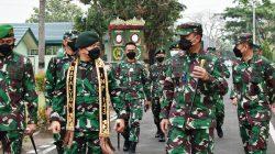 Danrem 043 Gatam dampingi Pangkostrad Letjen TNI Dudung Abdurachman Silaturahmi ke Yonif 143 TWEJ