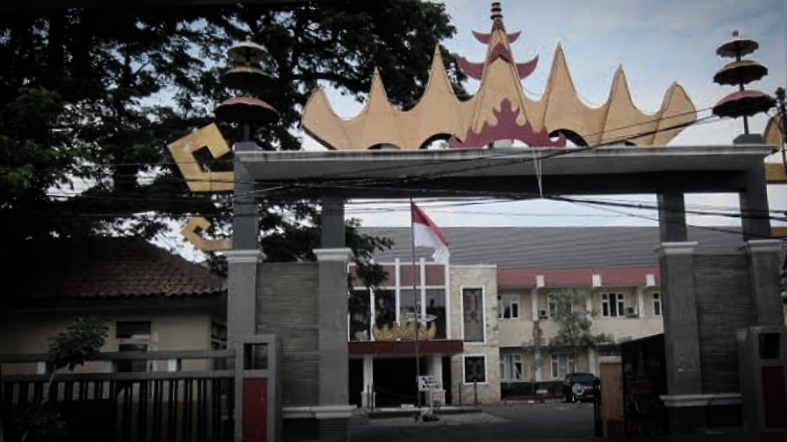 Kadis Pendidikan Lampung Digugat Rp1,15 Miliar